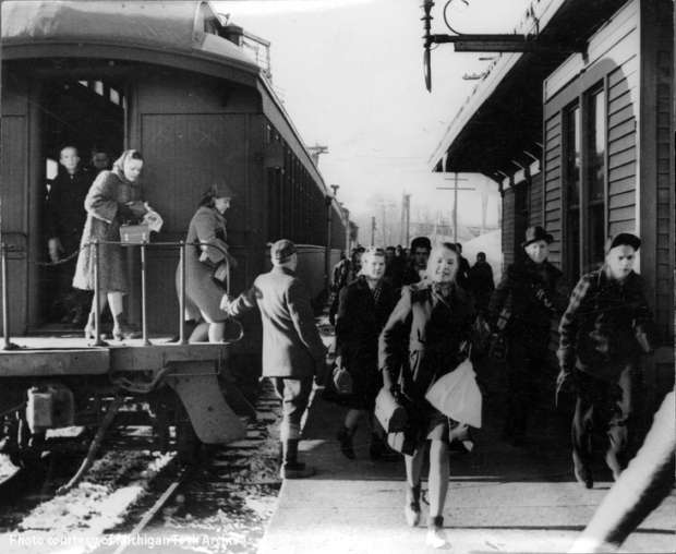 Image of students leaving a train
